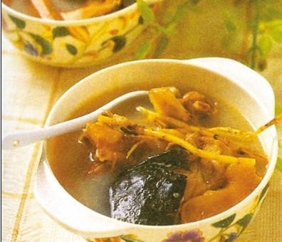 鲜茯苓茅根水鱼汤