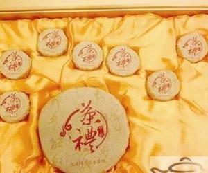 """肖鸿推出""""七星伴月""""月饼茶"""