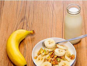 香蕉配一物,毒排了,祛斑了,便通了,腰也细了!