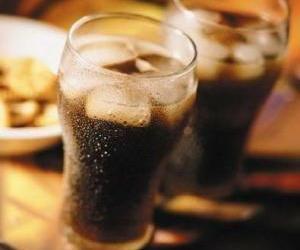 碳酸饮料当水喝21岁男子血糖达30