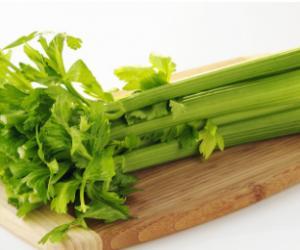 一把芹菜10粒花生,血压降了血糖也稳定了
