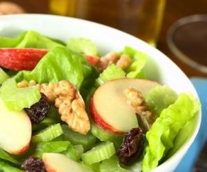 夏季吃凉菜暗藏风险 有些蔬菜并不适合凉拌食用