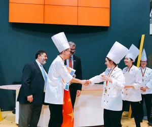 中国第一个甜点世界冠军!德国慕尼黑王森团队双冠王,吕浩然拿下甜品糖艺世界冠军!!