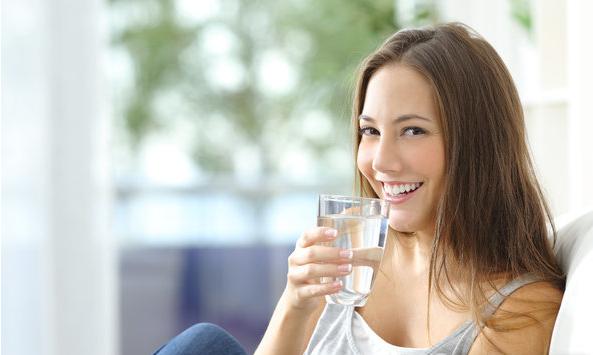 """""""喝热水""""到底有哪些保健功效?"""
